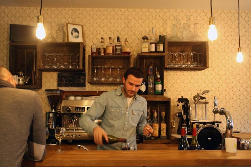 Le petit matieu le bistrot vins qui fait du bien - Restaurant rue des vinaigriers ...